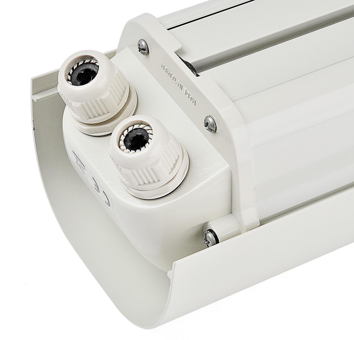 Otwory na przewody połączeniowe w obudowie GL618/24V