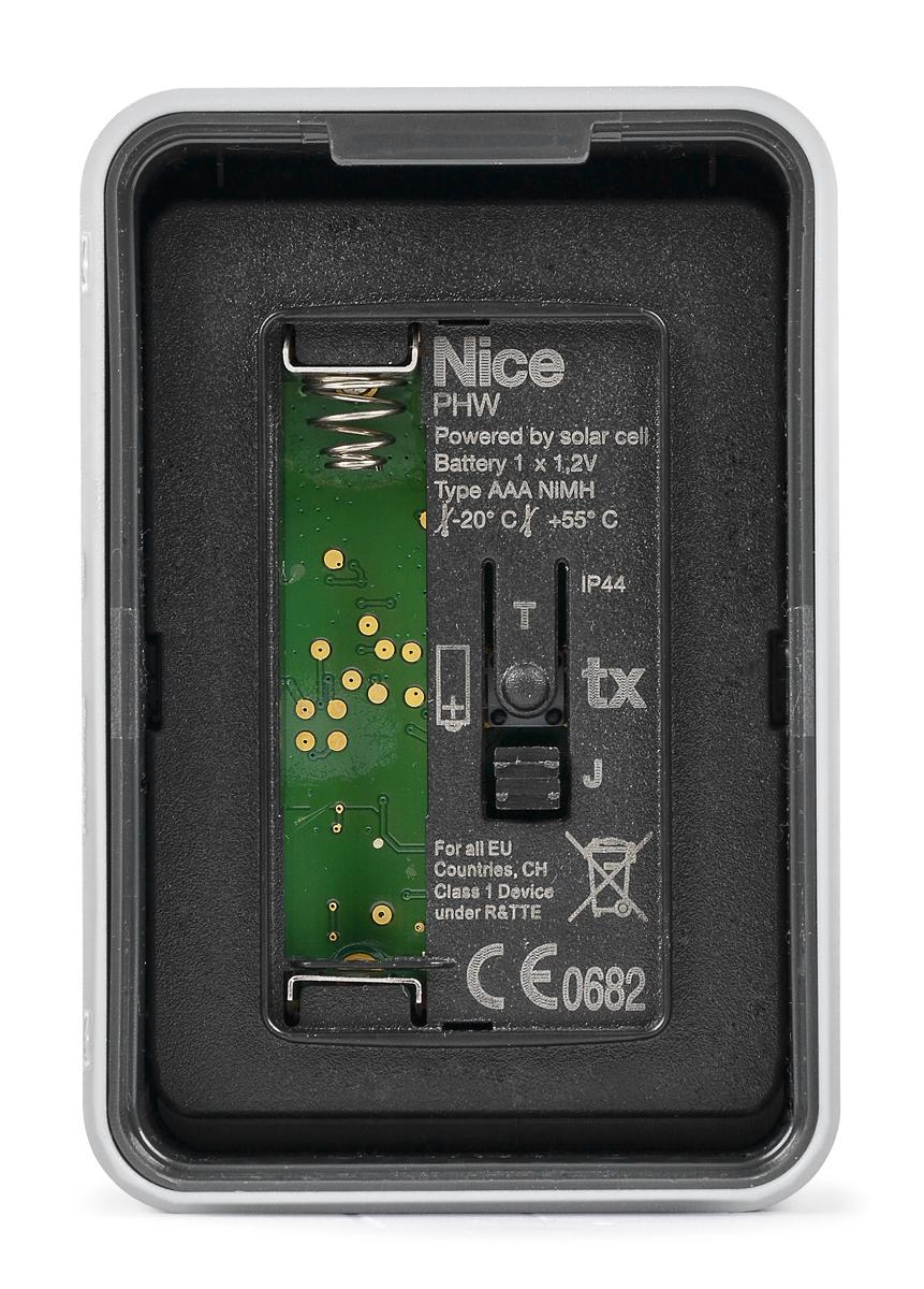 Kieszeń na baterie znajdująca się we wnętrzu fotokomórki PHW
