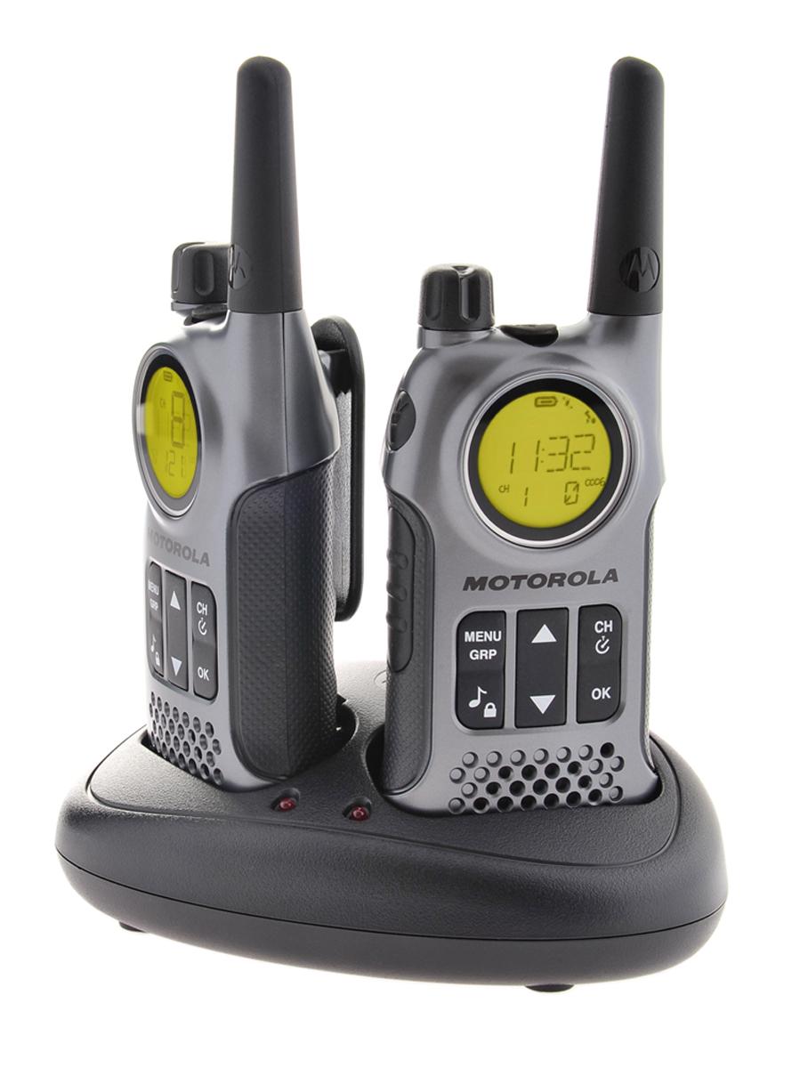 Radiotelefony Motorola T8 umieszczone w podstawce ładującej