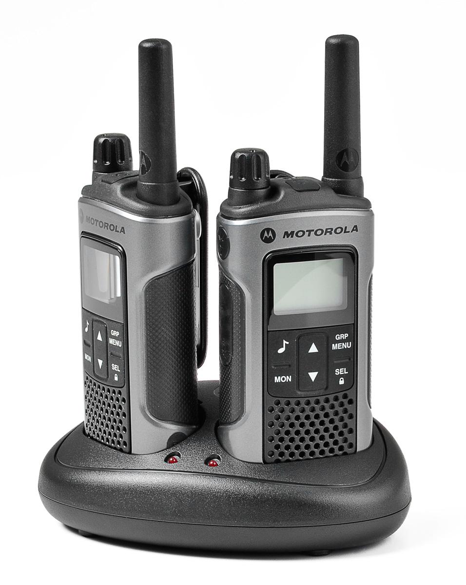 Radiotelefony Motorola T80 umieszczone w podstawce ładującej