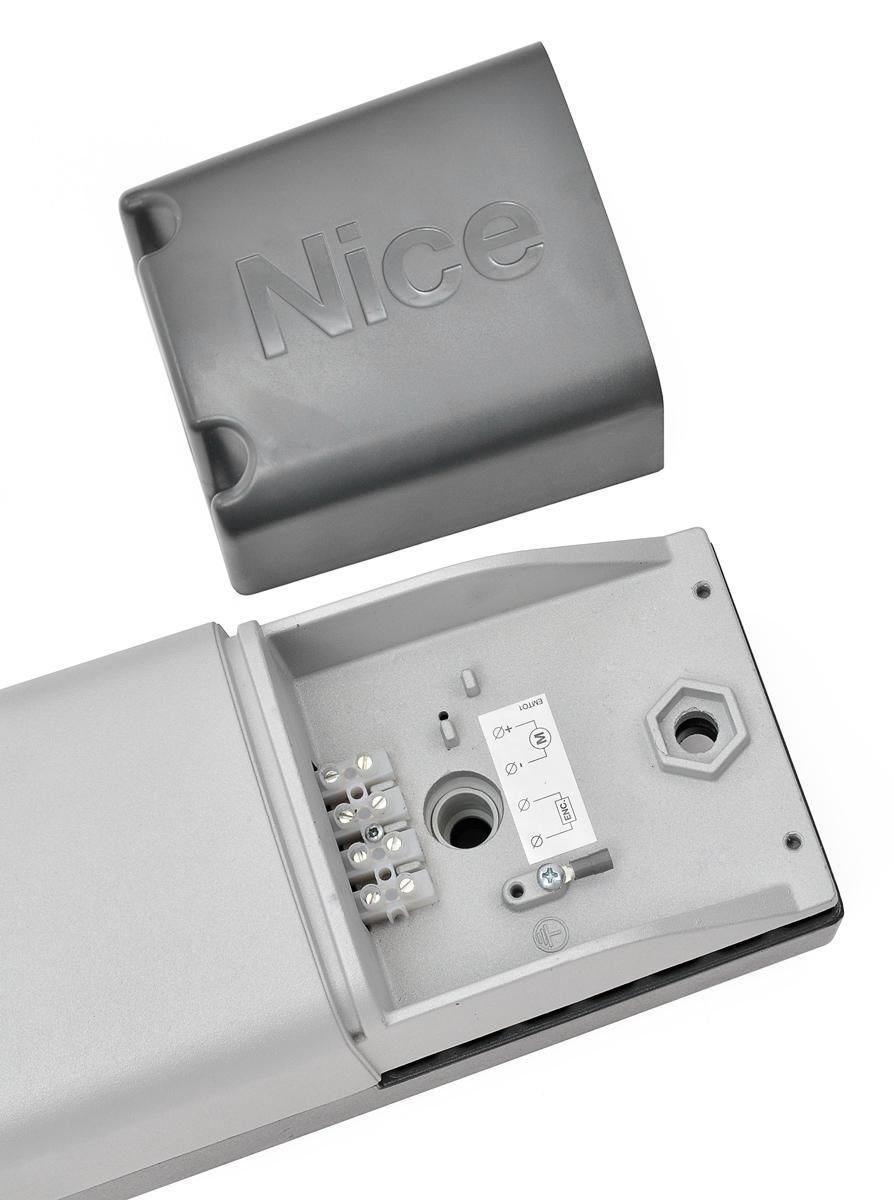 Wersja 24 V wymaga zastosowania 5 przewodów do prawidłowego połączenia - 2 zasilanie, 2 enkoder, 1 uziemienie