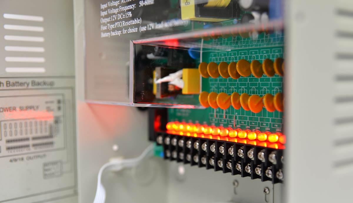 Sygnalizacja działania wyjść zasilacza 12V/10A/18O/BOX/B przy pomocy diod
