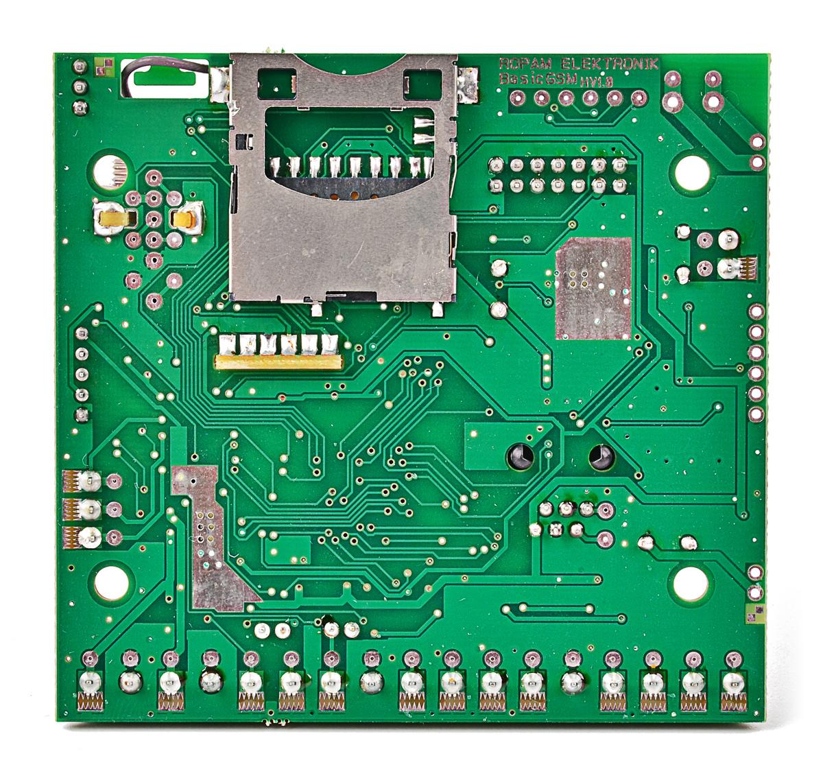 Wejście na kartę SD znajduje się na spodniej części płytki elektroniki