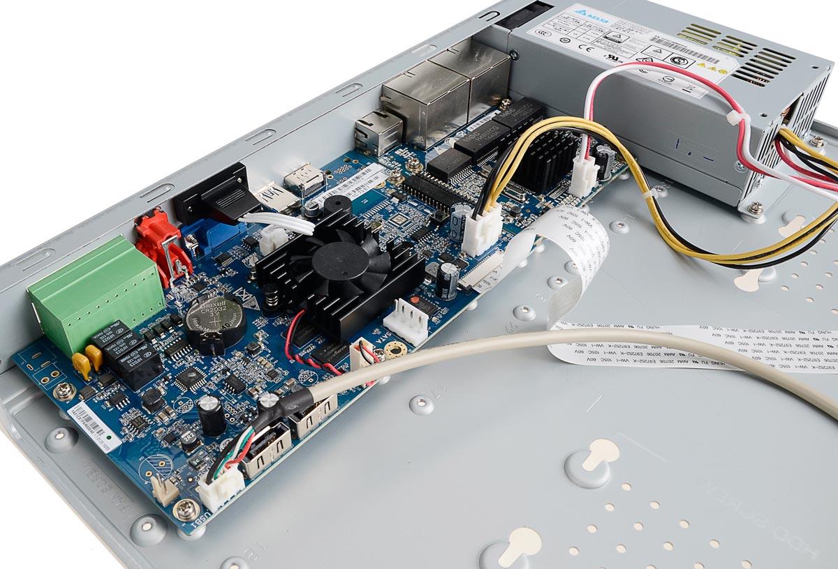 Wnętrze rejestratora BCS-NVR0802-4K-P