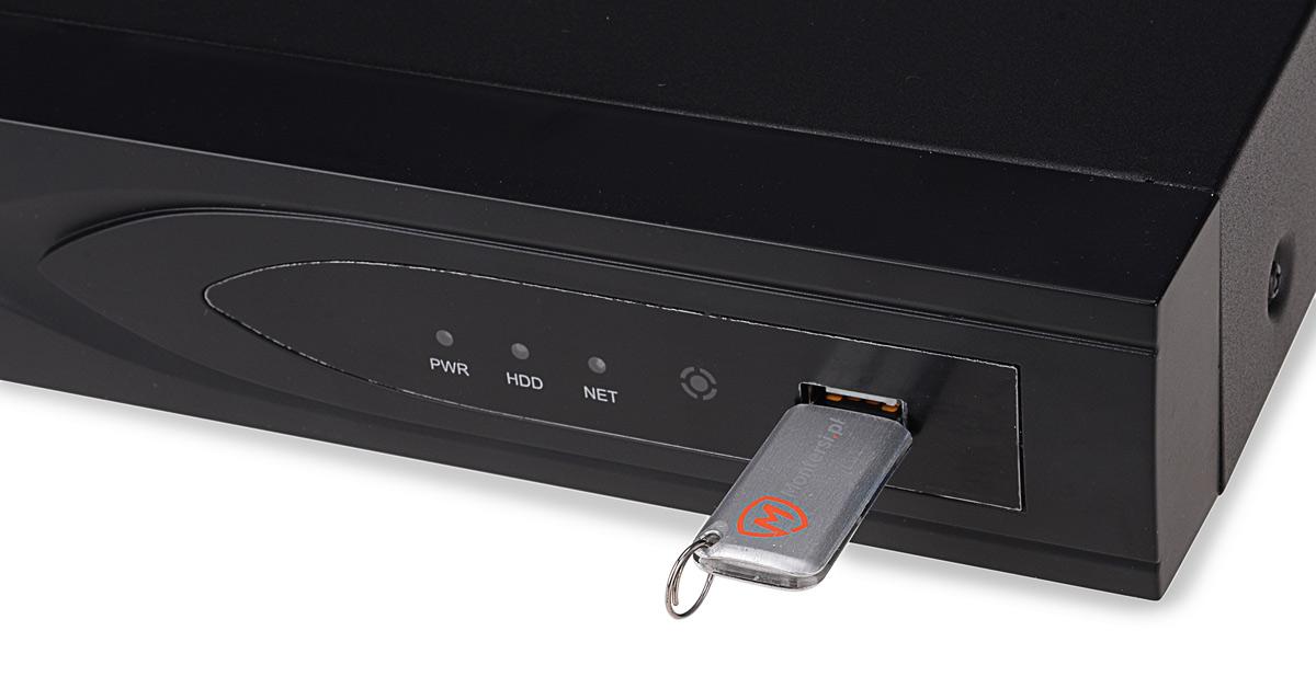Port USB umieszczony na przedniej części rejestratora BCS-QDVR1601ME
