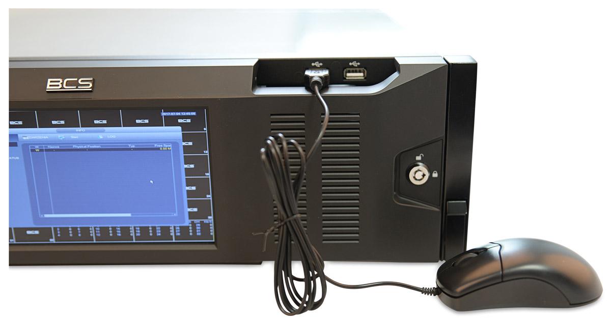 Porty USB umieszczone na przednim panelu BCS-NVR6416DR-4K
