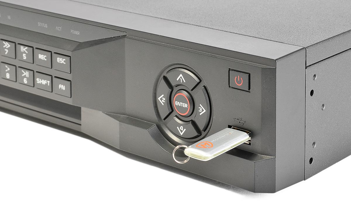 Gniazdo USB umieszczone z przodu rejestratora BCS-NVR16045ME-P