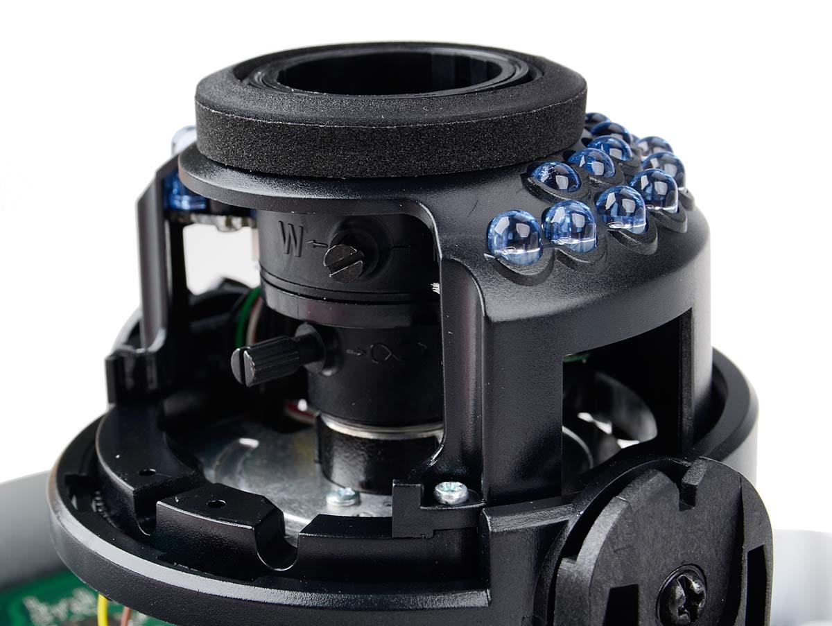 Łatwa regulacja obiektywu kamery DS-2CD2720F-I przy pomocy pokręteł