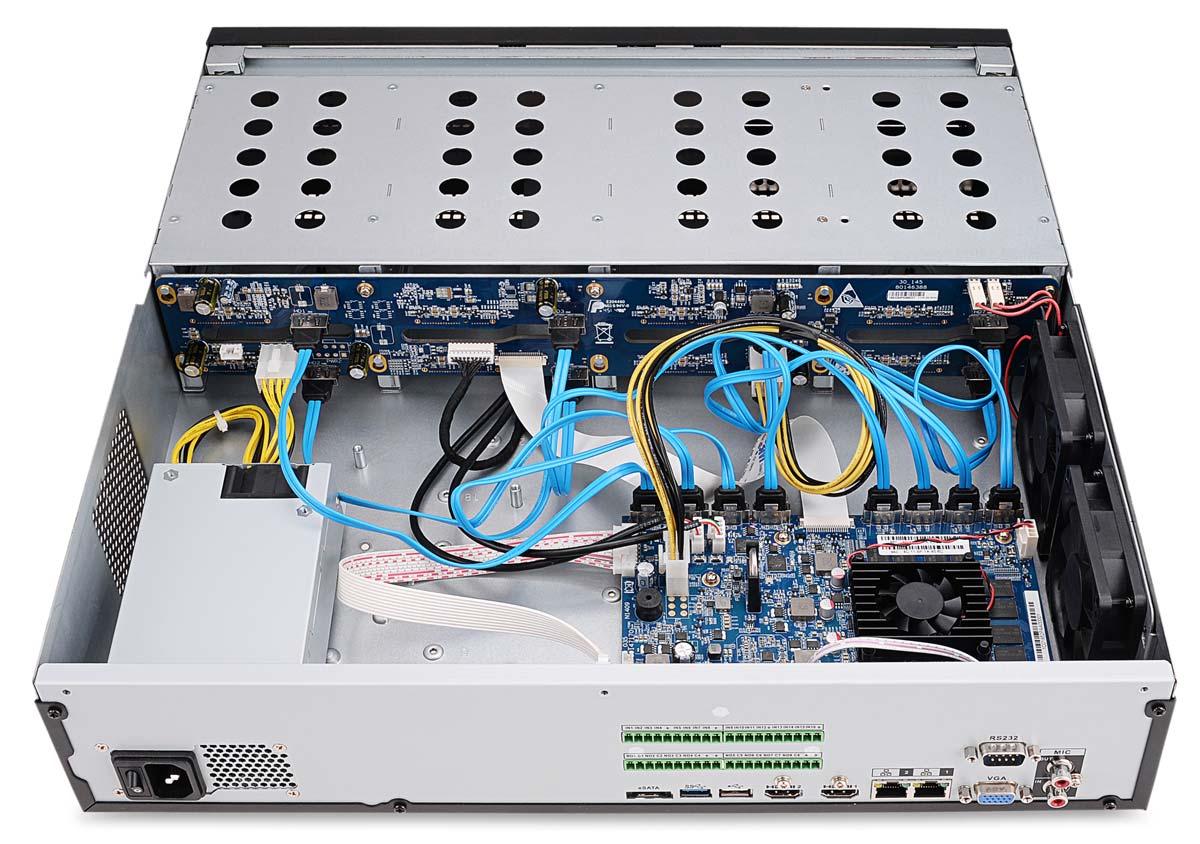 Wnętrze rejestratora IP BCS-NVR12808-4K