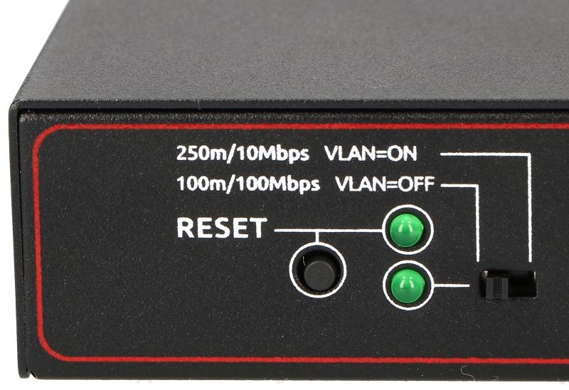 Przycisk reset i przełącznik zmieniający tryb pracy w switchu PIX-POE8AT-1FE
