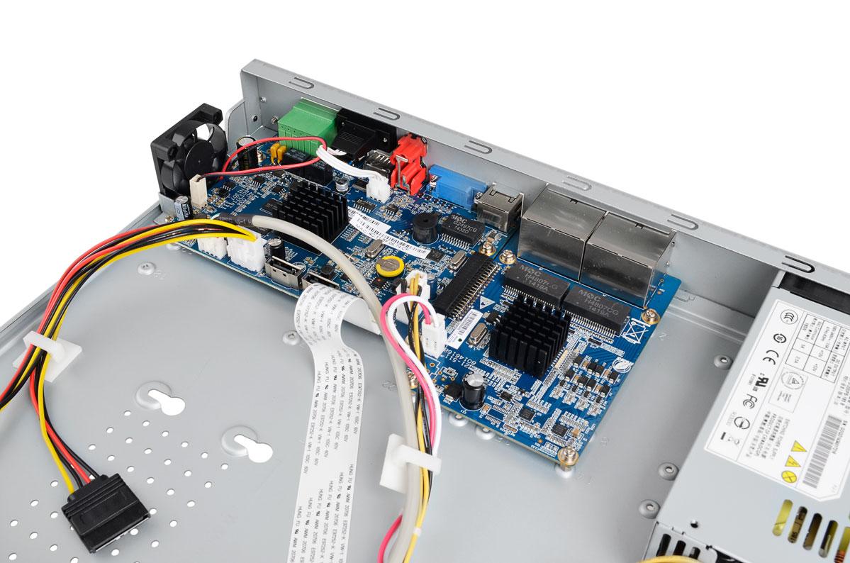 Wnętrze rejestratora BCS-NVR08025ME-P