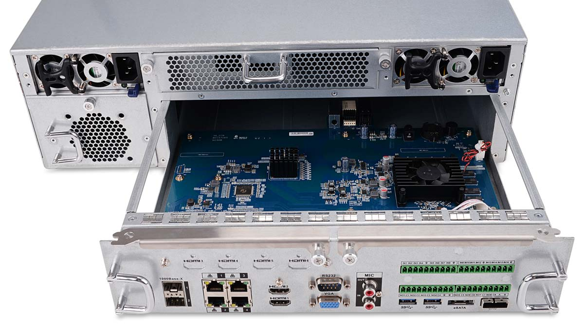 Wnętrze rejestratora IP BCS-NVR6416DR-4K