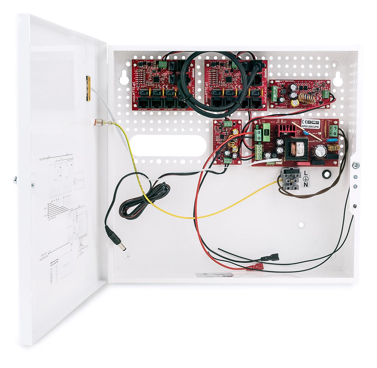 Wnętrze zasilacza BCS-UPS/IP8/E-S