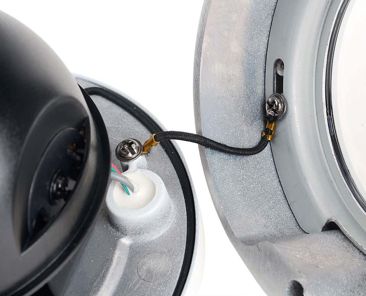 Linka zabezpieczająca kopułkę kamery DS-2CD56D1T-VPIR przed odpadnięciem podczas montażu