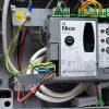 Jak podłączyć zewnętrzny odbiornik do centrali NICE MC424?